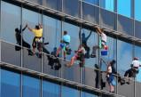 建筑物外墙面清洁保养施工中应天辰代理注意以下事项